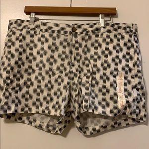 "Black/White Patterned Gap 4"" Shorts Size 18"